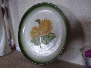 Ancienne Assiette en terre cuite fine - Les Tournesols - à accrocher - D 19 cm