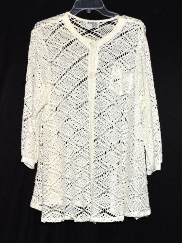 Brownstone Studio White Crochet Square Button Card