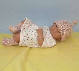 Premature Baby Booties Knitting Pattern : PREMATURE BABY GARTER STITCH TOPKNOT BEANIE & BOOTIE SET KNITTING PATTERN...