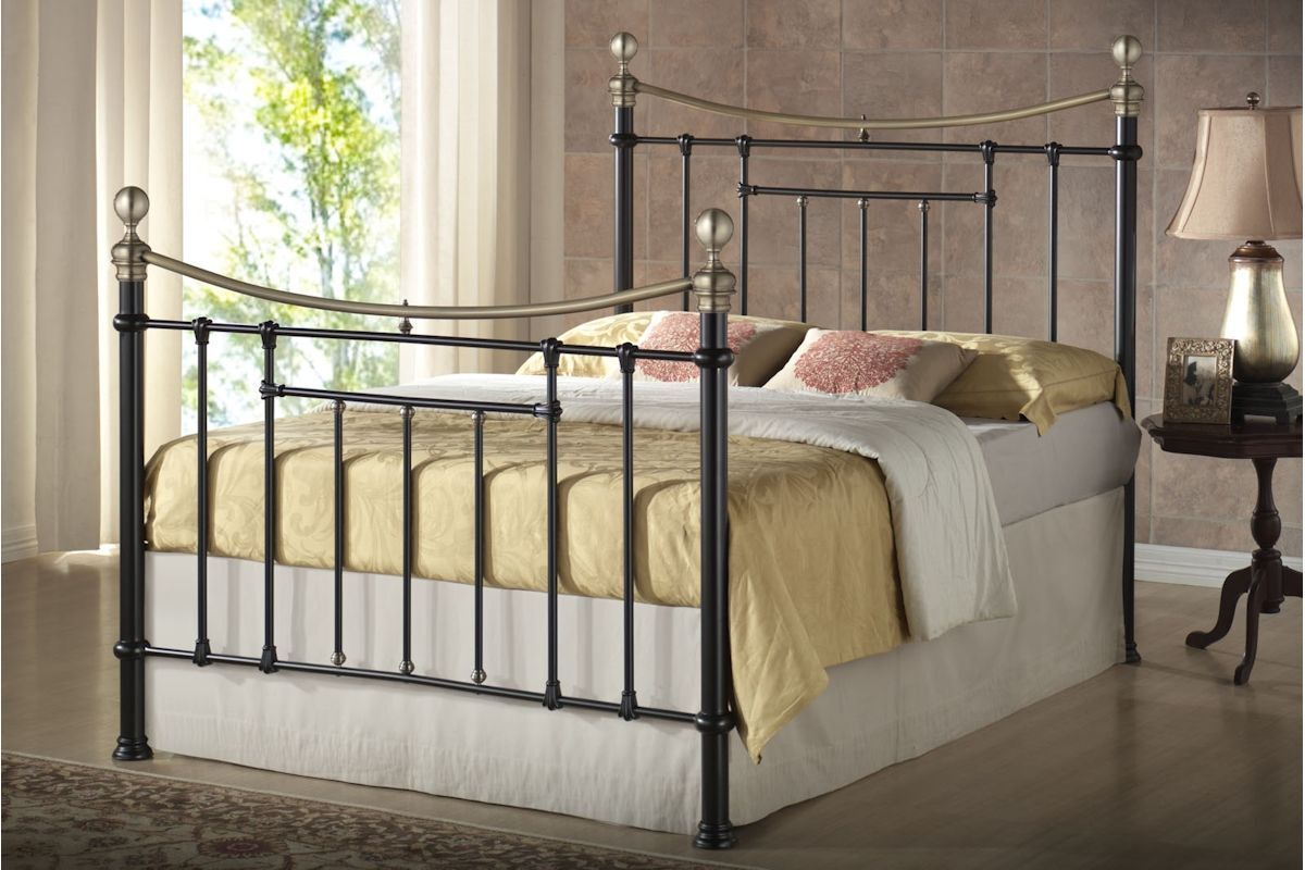 Classic Antique Brass Victorian Style Vintage 4FT6 5FT Metal Bed With Mattresses