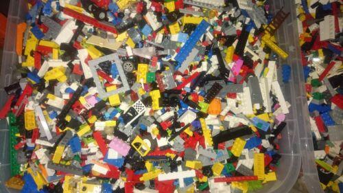 LEGO 1 kg Kilo und 3 Lego Figuren Kiloware Konvolut Basic Steine Platten Reifen