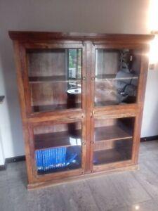 Dettagli su Vetrina/libreria legno massello ottimo stato L 144 x H 168 x P  44,5 cm