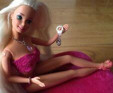 Barbie lingerie con collana, bracciale, scarpe e Manette