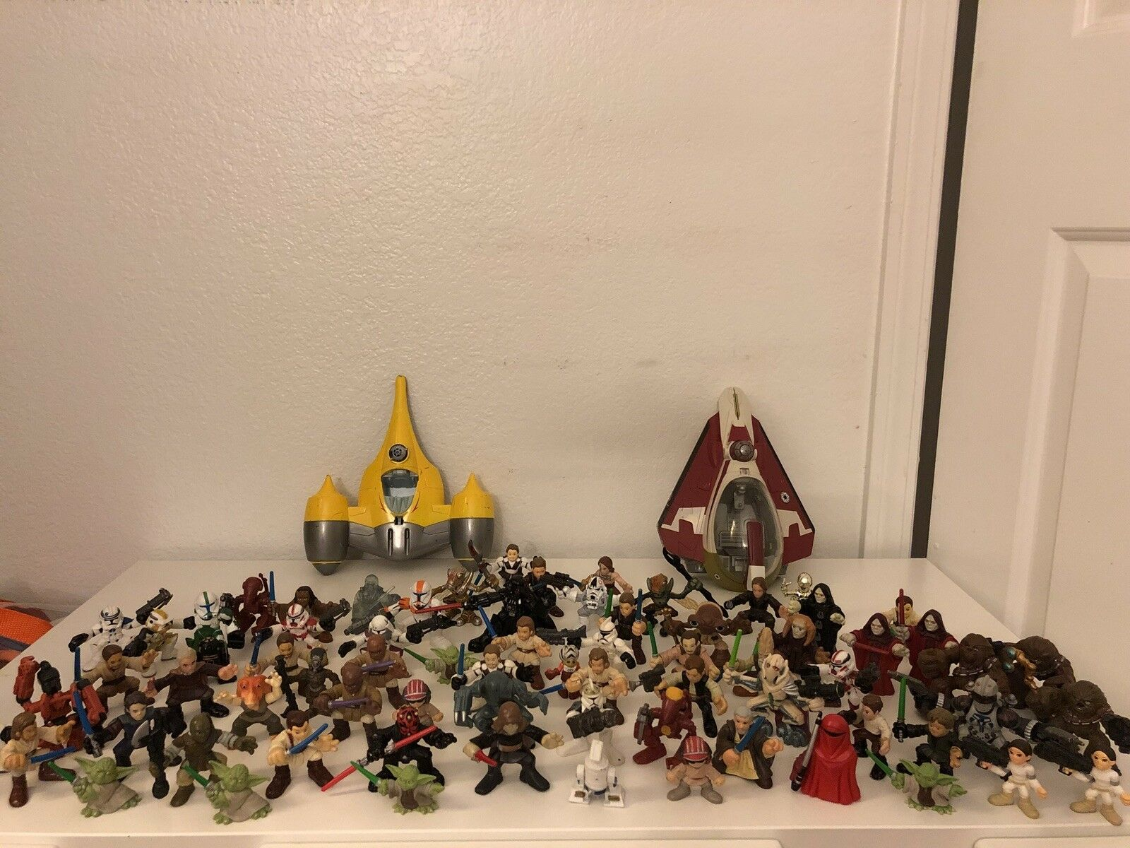 Huge Lot Of Star Wars Figures