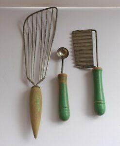 Vintage-Kitchen-Utensil-Set-Spatula-Pastry-Cutter-Spoon-Green-Wood-Handle