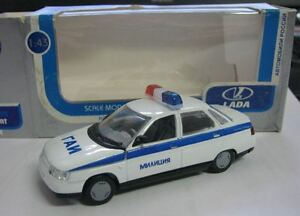 Lada-2110-VAZ-police-Milizia-Blanc-russe-Modele-Metal-1-43-Neuf-dans-sa-boite