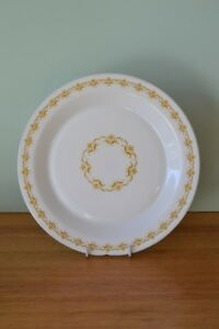 Vintage-Dinner-plate-by-Arcopal-France-mustard-yellow-AGT3