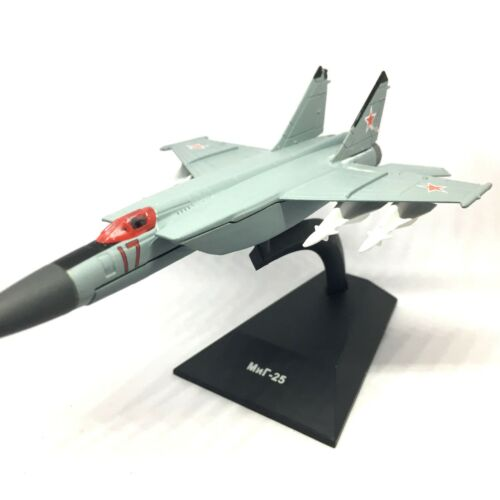 MiG-25P Foxbat-A Soviet Fighter Aircraft 1970 Year 1//150 Scale Model with Stand