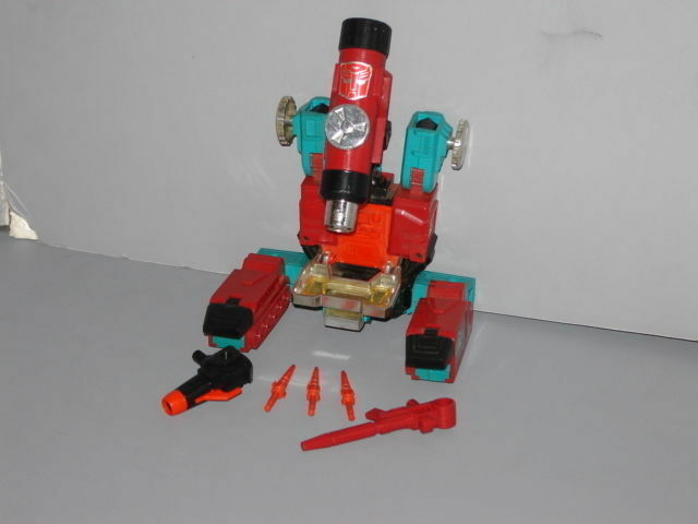 G1 TRANSFORMER AUTOBOT PERCEPTOR COMPLETE  NICE   LOT  6