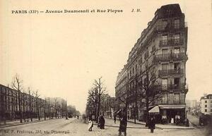 PARIS-Avenue-Daumesnil-et-Rue-Picpus