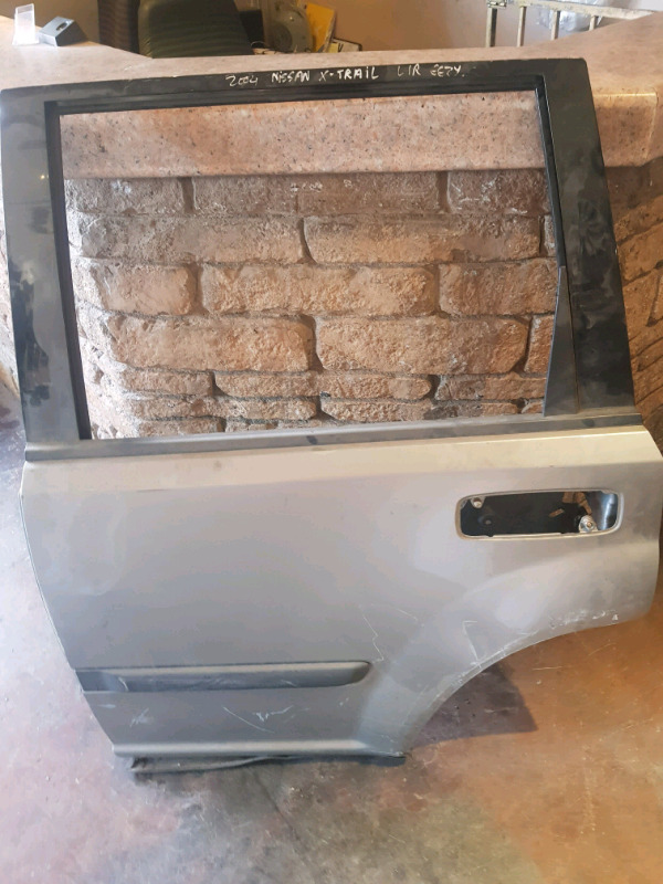 2004/2007 NISSAN X TRAIL LEFT REAR DOOR FOR SALE