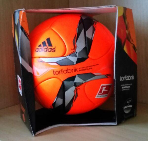 Adidas Match Ball Torfabrik 2015/16 Inverno Soccer Palloncino Football Voetbal Pallone Lucentezza Luminosa