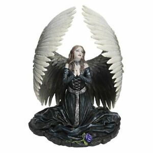 Anne-Stokes-figurine-of-Prayer-for-the-Fallen