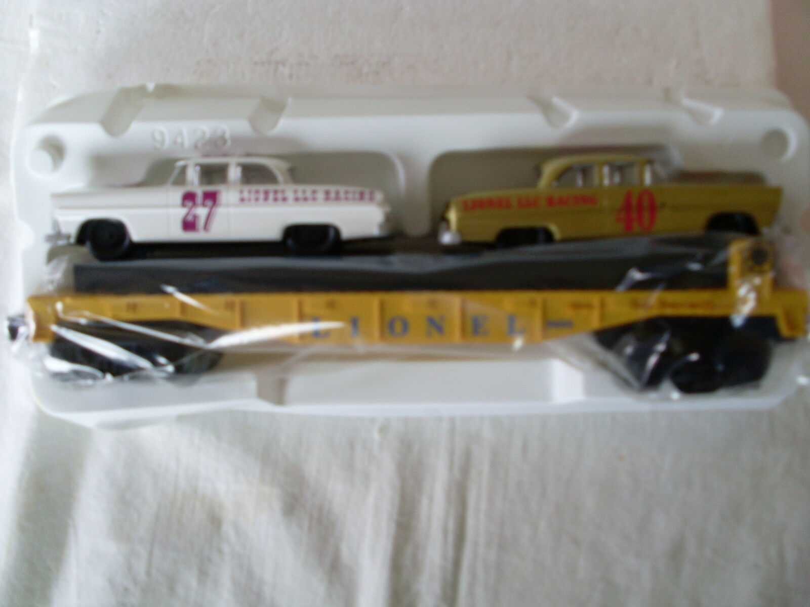 LIONEL  O  AND  027  CIRCLE L RACING FLATCAR WITH STOCK CARS