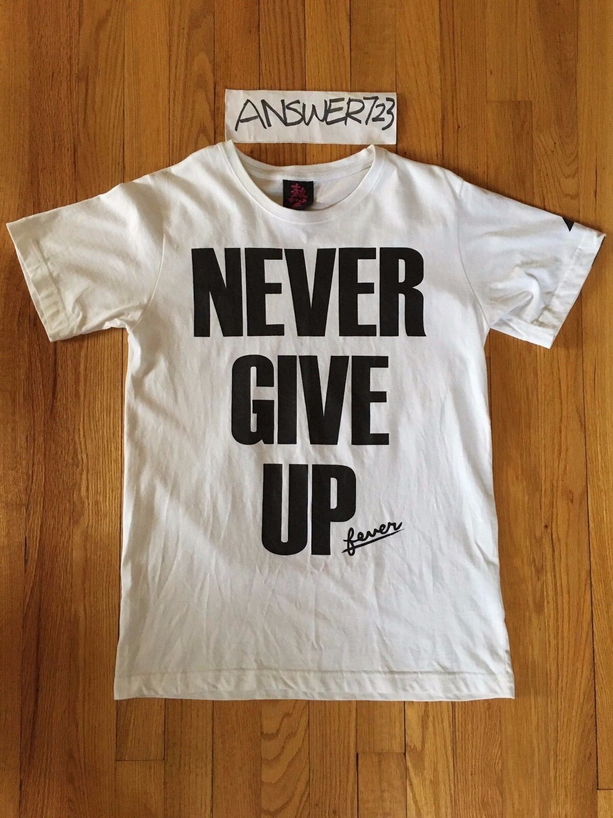 Outerspace Fever  Never Give Up  Slogan Tee Weiß Sz M NPC New Project Center