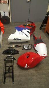 Honda-NSR250-MC28-Complete-Fairings-OEM-Tank-Subframe-Head-amp-Tail-lights