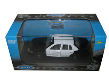 FORD CROWN VICTORIA UNMARKED BLACK/WHITE POLICE CAR 1/43 BY WELLY WE9762SHF-SWB