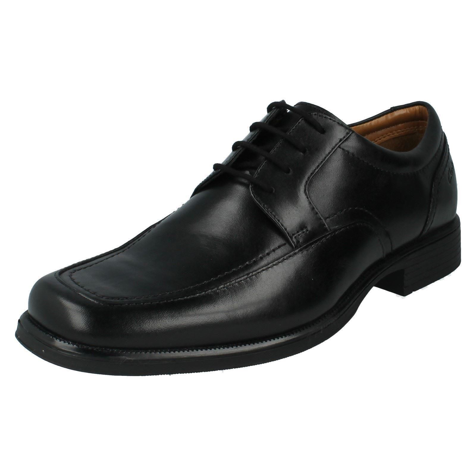 Mens HUCKLEY SPRING G fitting black leather lace up shoe by Clarks