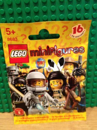 LEGO 8683 SERIES 1 .SUPER WRESTLER BRAND NEW SEALED