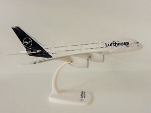 LUFTHANSA-new-colours-Airbus-A380-800-1-250-Herpa-Snap-Fit-612319-A380