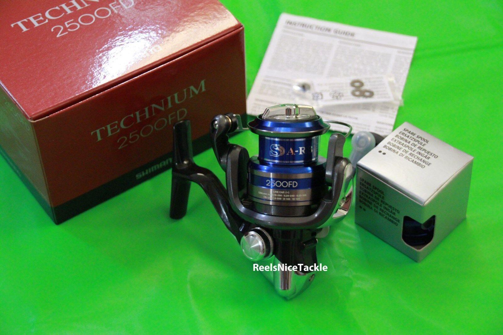 Nuevo En Caja Shimano Technium 2500 Fd Spinning Cocheretes tec2500fd + Cocherete De Repuesto