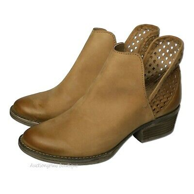 Q5027 Round Toe Circle G Women/'s Cut-Out Booties