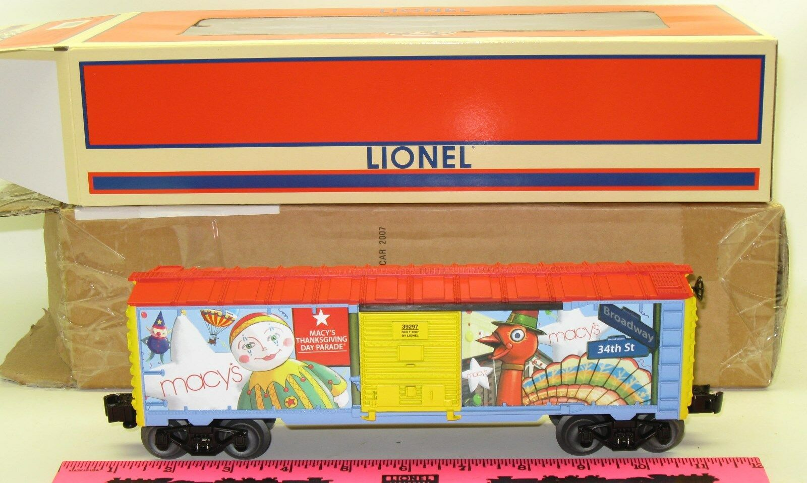 Lionel New 6-39297 Macy's boxcar 2007 with Brown factory