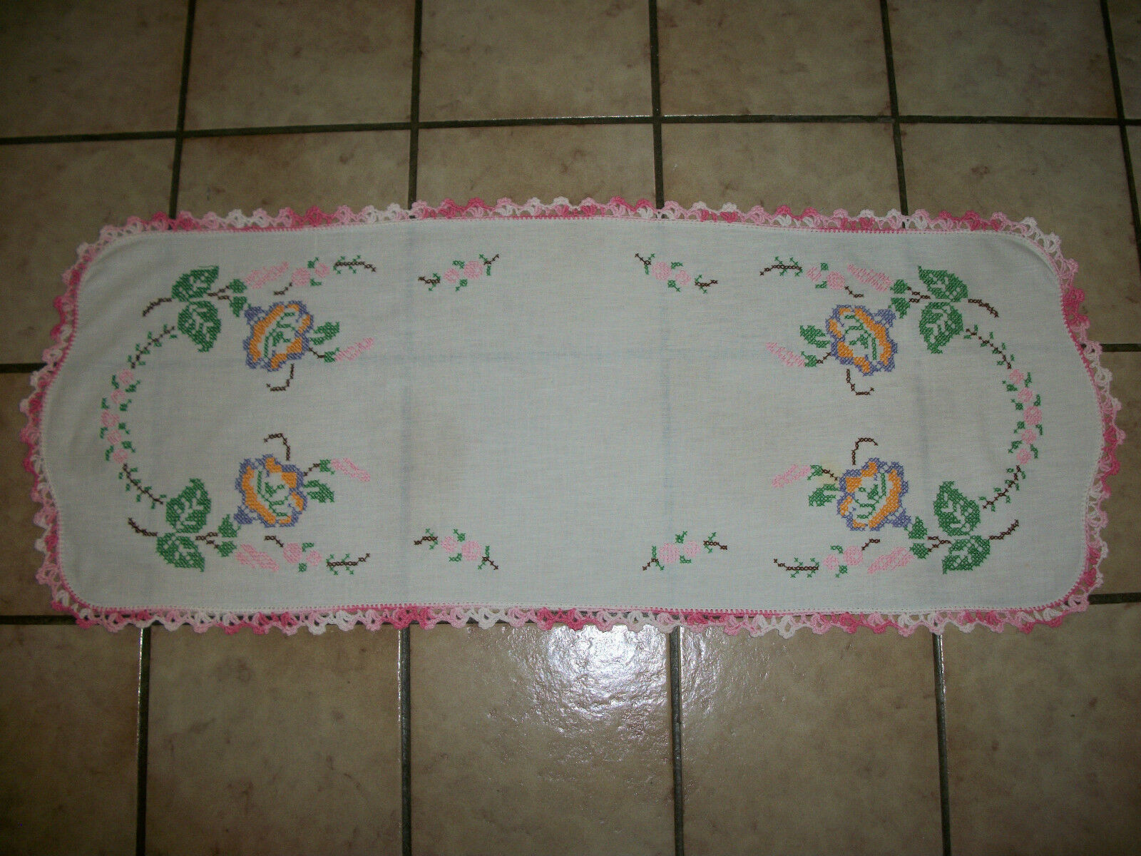 Vintage Hand Crochet & cross-stitch Nappe Table Runner Taille 13.5  X 35