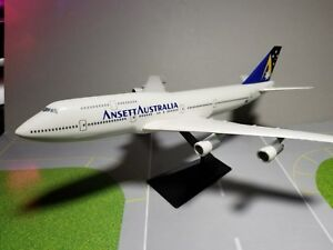 FLIGHT-MINATURE-ANSETT-AUSTRALIA-747-300-1-250-SCALE-PLASTIC-SNAPFIT-MODEL