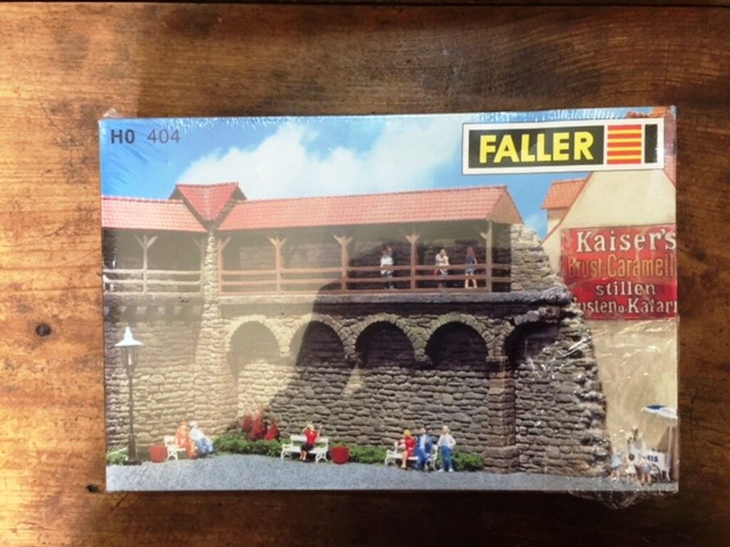 FALLER  OLD TOWN WALL  HO 404 SEALED IN BOX
