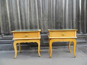 Paire-de-tables-de-chevet-Art-Deco-annees-60-vintage