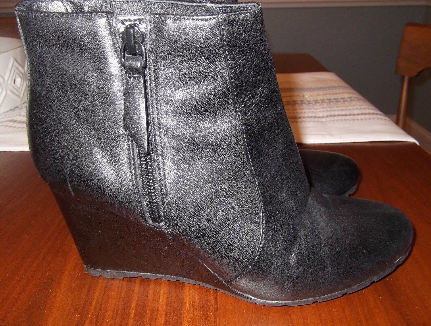 CLARKS Artisan womens black ankle boots WEDGE heel ankle size 8M ec