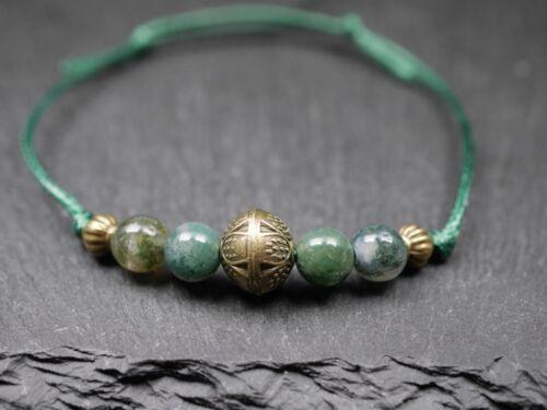 Armband mit Glasperlen und Kugel Charm grün bronze