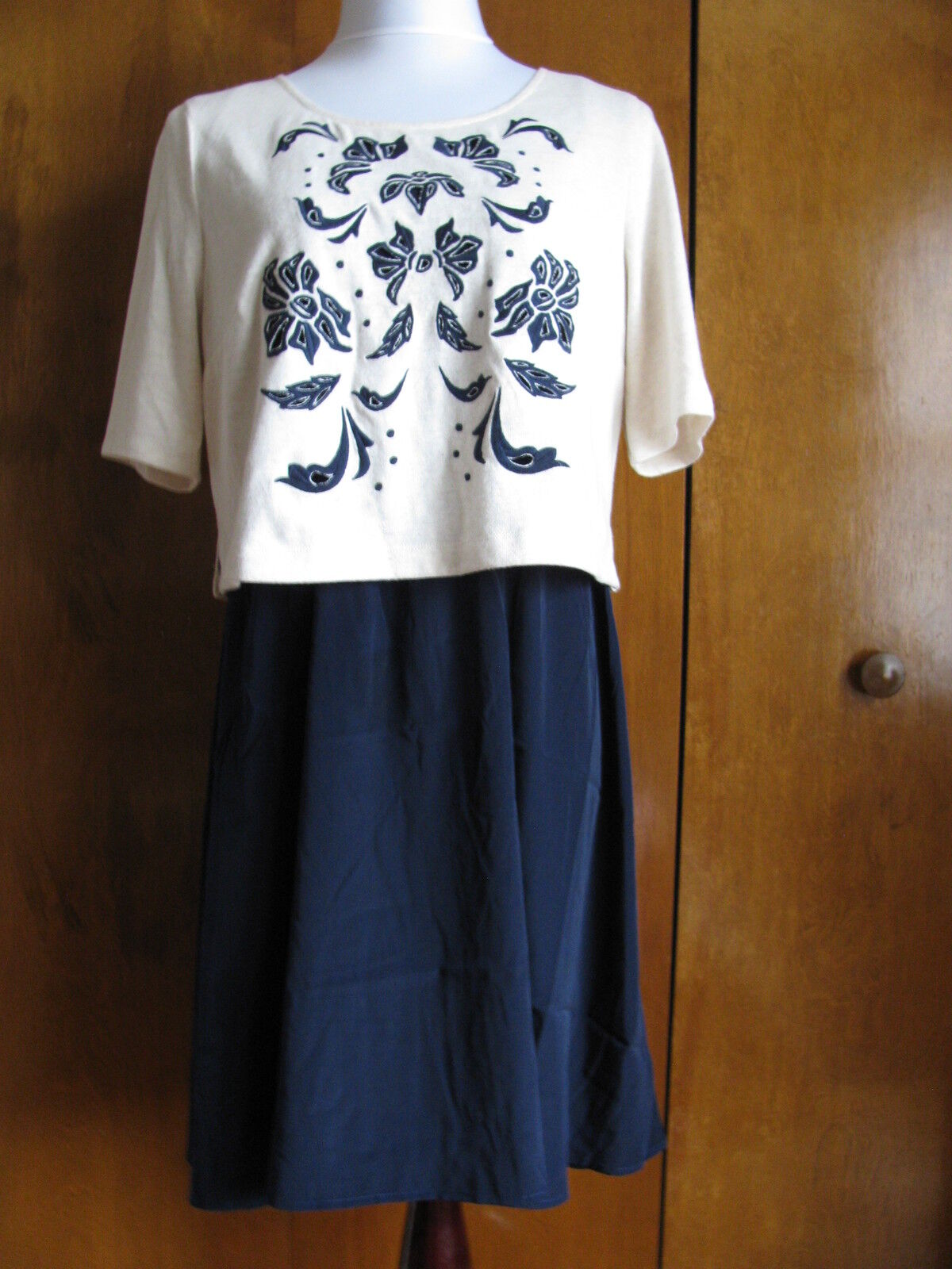 c8c78789183e Anthropologie Lilka women's navy bluee ivory embroidered dress size Large  NWT