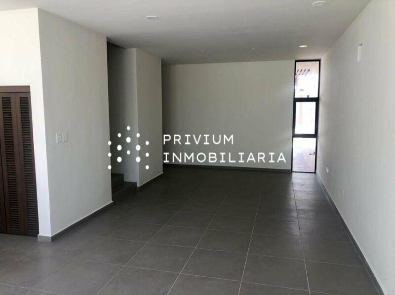 RENTA MERIDA TOWNHOUSE CON PISCINA EN PRIVADA