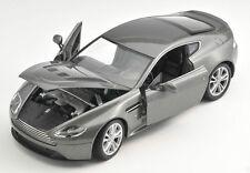 BLITZ VERSAND Aston Martin V12 Vantage 2010 grau grey 1:24 Welly Modell Auto NEU