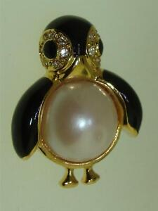VINTAGE 1970'S MARVELLA GOLD TONE, BLACK ENAMEL & FAUX PEARL PENGUIN PIN!