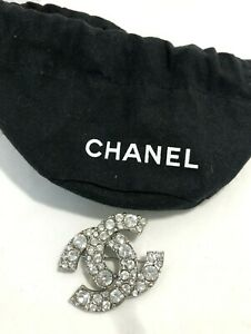 CHANEL-CLASSIC-CRYSTAL-BROOCH-WITH-POUCH