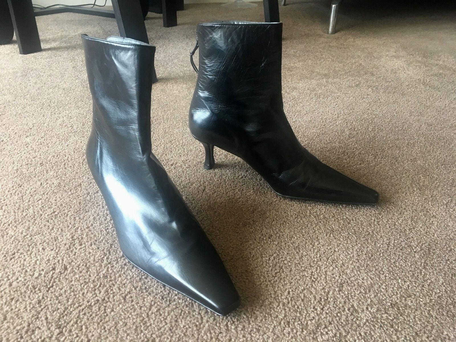 AUTH STUART WEITZMAN BLACK LEATHER ANKLE BOOTS Sz 7 1/2 M