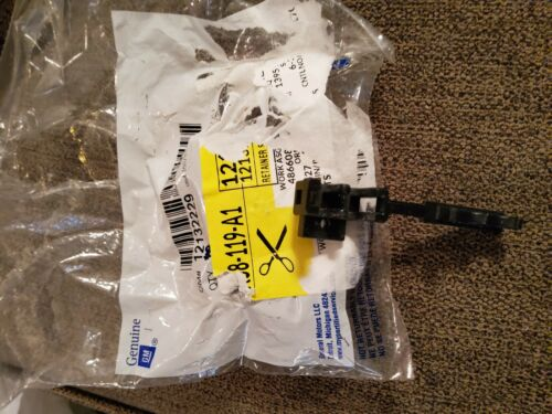Genuine GM Spark Plug Wire Retainer 2 Wires 12132229