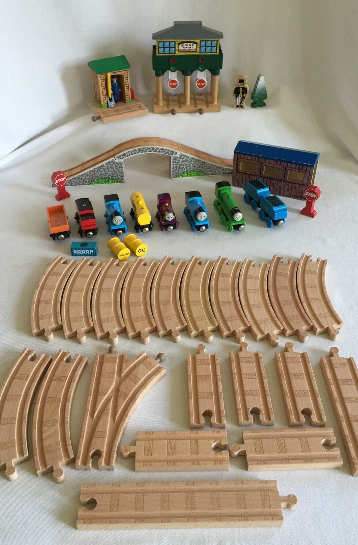Thomas & Friends Wooden Train Sodor Signal House 42 Piece Lot