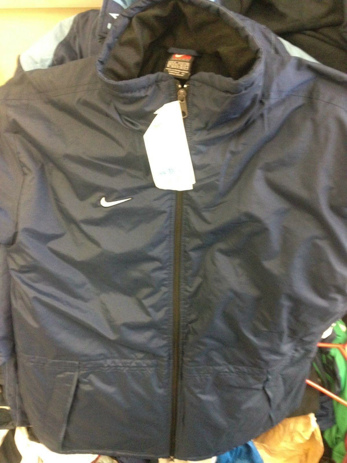 NIKE WINTER  COAT IN  NAVY IN MED 38 40 X L 42 44  inchSIZE  BNWLLONG LENGHT