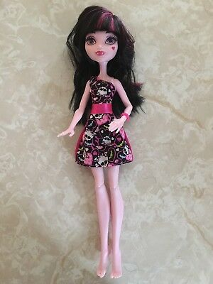 """Adroit Monster High 11"""" Doll Draculaura Daughter Of Dracula How Do You Boo Skull Bows Delicacies Loved By All Other Mattel Dolls"""
