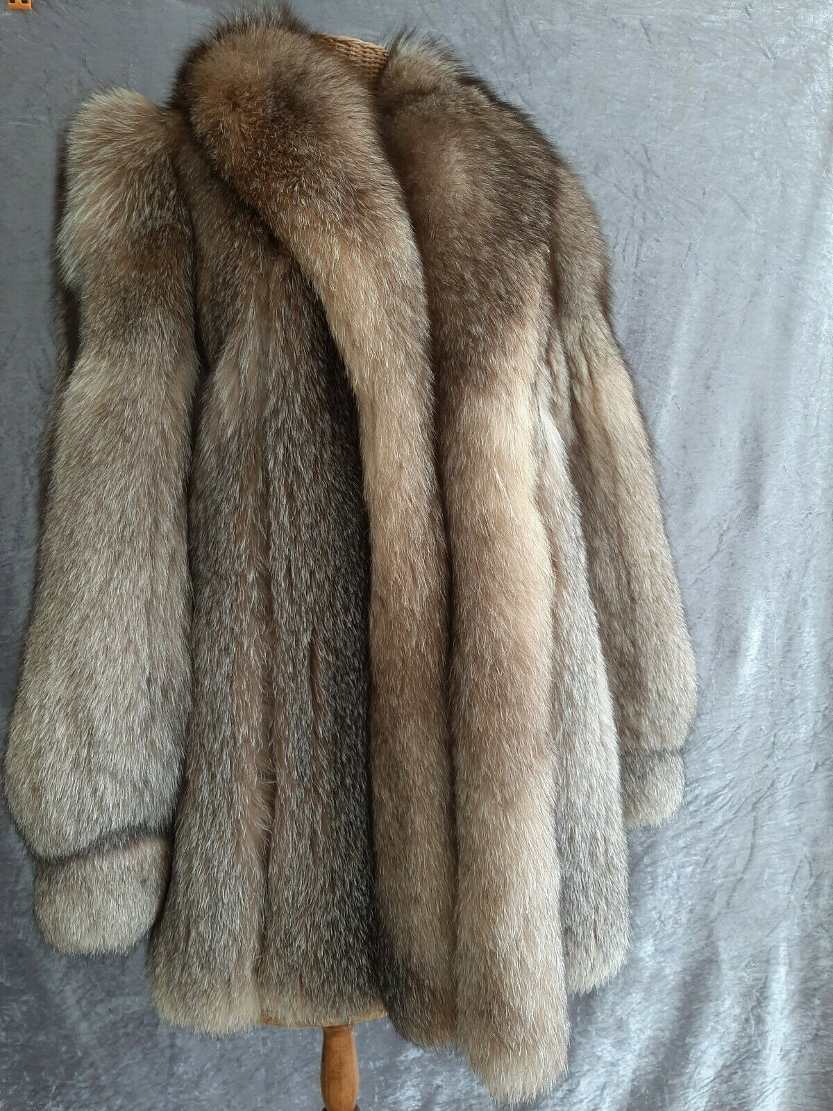Luxury Cross Fox Coat.rot Silber Copper braun.Echter Pelz, hervorragender Zustand.