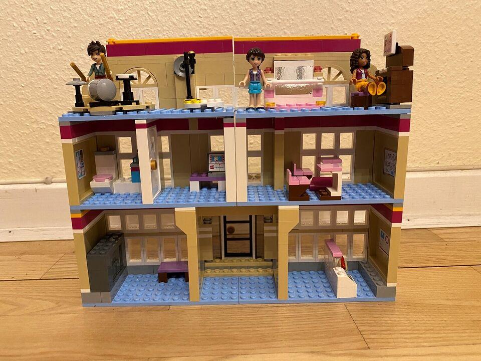Lego Friends, Lego Friends Skole for scenekunst 41134