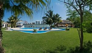 Villa en zh frente a la laguna