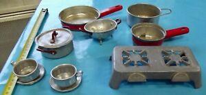 Ancien-Jouet-Dinette-Poupee-Vintage-1950-fer-blanc-rechaud-casserole-tasse-etc