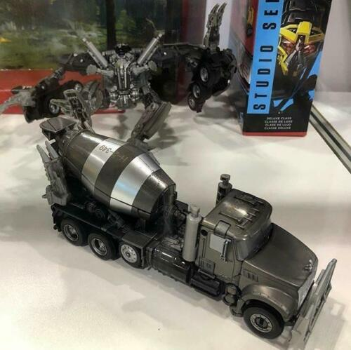 ToysHero In Hand Transformers Studio Series SS-53 Mixmaster SS53 Voyager Class