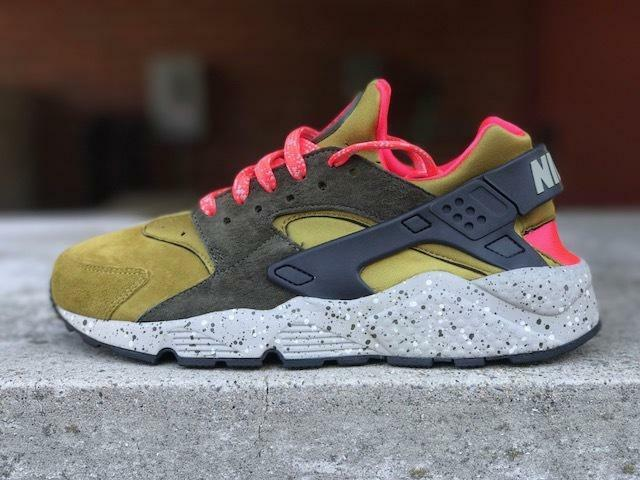 Nike Air Huarache Run Premium Mens 704830 302 Desert Moss Running Shoes Sz 11.5