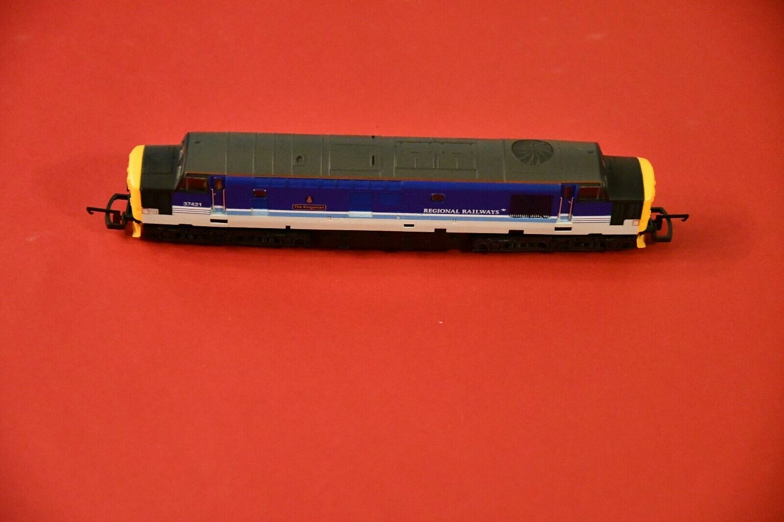 Lima Lok h0-no 116-l204731 class 37 37421  the Kingsman  en regional Railway